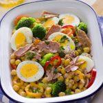 Salada de grão de bico com atum simples