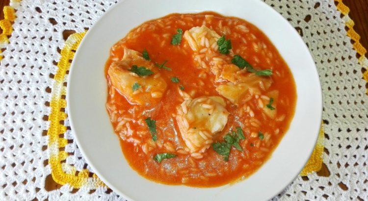 Comer bacalhau nunca mais será um problema em sua casa. O nosso arroz de bacalhau é o ideal para uma refeição simples e prática.