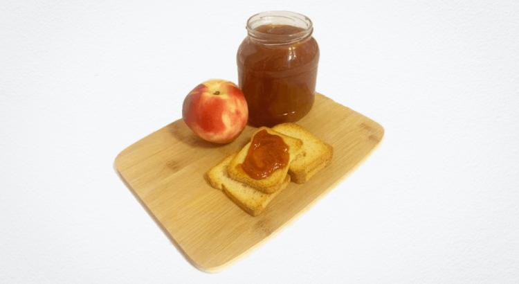 Nada como ter uma boa companhia com uma boa compota de pêssego em sua casa. Super fácil e simples de fazer.