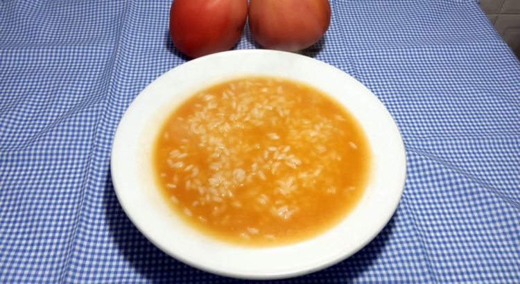 Se gosta de receitas tipicamente portuguesas, experimente este arroz de tomate, o acompanhamento perfeito para pratos de peixe frito.